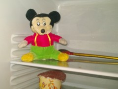 микки-маус в холодильнике